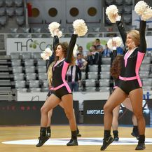 Rasplesane navijačice zabavljaju publiku na Final Eight Kupu Krešimira Ćosića (Foto: Dino Stanin/PIXSELL)