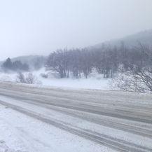 Zametene ceste kroz Gorski kotar (Foto: Dnevnik.hr)