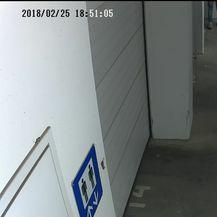 Snimka nadzorne kamere (Foto: Facebook)