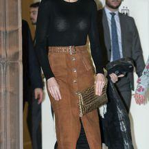 Kraljica Letizia u čizmama do bedara i suknji \'pencil\' kroja - 1