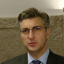 Premijer o nabavi aviona (Dnevnik.hr)