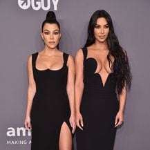 Kim i Kourtney Kardashian (Foto: AFP)