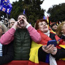 Tisuće na prosvjedu u Madridu protiv Sanchezove politike prema Kataloniji (Foto: AFP)