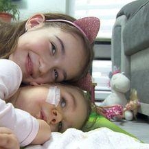 Curica sa spinalnom mišićnom atrofijom Tea Matijević i njena sestra (Foto: Dnevnik.hr)