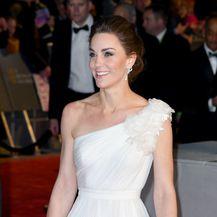 Catherine Middleton blistala je u haljini modne kuće Alexander McQueen