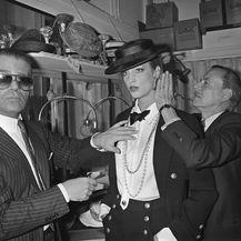 Karl uoči revije modne kuće Chanel 1983. godine