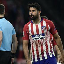 Diego Costa i Felix Zwayer (Foto: AFP)