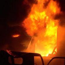 U požaru je poginulo najmanje 70 ljudi (Video: APTN)