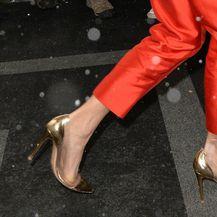 Amal Clooney izabrala je zlatno-prozirne štikle