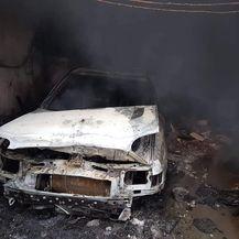 Auto je izgorio (Foto: Damir Nemec)