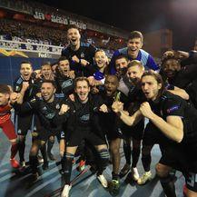 Dinamovi igrači ispod sjeverne tribine (Foto: Slavko Midžor/PIXSELL)