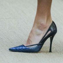 Kraljica Letizia je haljinu brenda Massimo Dutti nosila uz plavo-crne štikle...