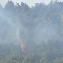 Vatrogasci se od jutra bore s požarom koji je buknuo iznad Tribunja (Video: Vijesti u 17h)