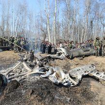 Ostaci indijskog borbenog aviona nakon što je srušen u predjelu Budgama (Foto: AFP)