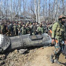 Ostaci indijskog borbenog aviona nakon što je srušen u Kašmiru (Foto: AFP) - 1