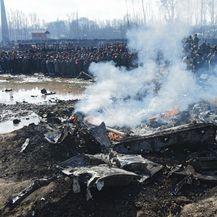 Ostaci indijskog borbenog aviona nakon što je srušen u Kašmiru (Foto: AFP) - 2