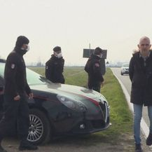 Policija zaustavlja građane