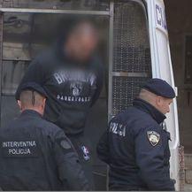 Policija s uhićenikom