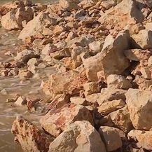 Plaža zasuta kamenjem u Makarskoj - 3