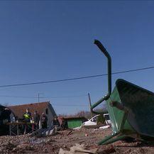 Mobilni tim koji dijeli zahtjeve za obnovu od potresa - 2