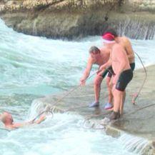 Spašavanje plivača iz mora (VIDEO: Kanal Ri)
