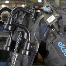 Radnici na pokretnoj traci u Fordu dobivaju ezoskeleton prsluke (Foto: Profimedia)
