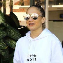 Jennifer Lopez u bijelim tajicama - 3