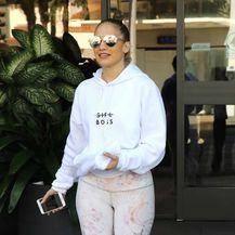Jennifer Lopez u bijelim tajicama - 4