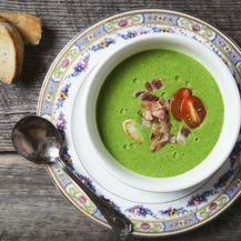Povrtna juha s pirjanim češnjakom i slaninom