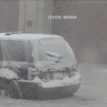 Snijeg i led na istočnoj obali SAD-a (Video: Vijesti u 17h)