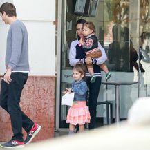 Ashton, Wyatt, Mila i Dimitri