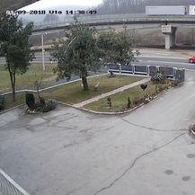 Crveni automobil unio nemir među mještane (Foto: Dnevnik.hr) - 1