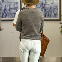 Katie Holmes u bijelim hlačama na kojima se ocrtava donje rublje - 5
