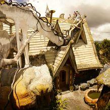 Luda kuća