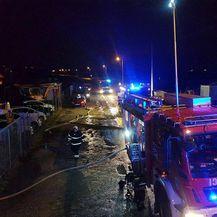 Požar u Strmcu Samoborskom uništio automobile (Foto: Facebook Vatrogasna zajednica Sv. Nedelje) - 2