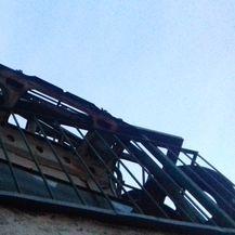 Pogled na balkon prekrcan smećem (Foto: Dnevnik.hr)