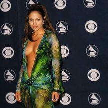 Versace ima novi model kultne haljine kakvu je 2000. nosila Jennifer Lopez - 5