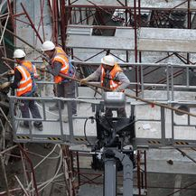 Radnici na skeli, ilustracija (Foto: Nel Pavletic/PIXSELL)