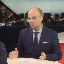 Mislav Bago razgovara s čelnikom SDSS-a Miloradom Pupovcem (Foto: Dnevnik.hr) - 1