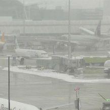 Snježna oluja poremetila promet u Južnoj Njemačkoj i Austriji (Video: Reuters)