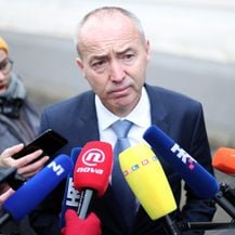 Damir Krstičević daje izjavu za medije (Foto: Sanjin Strukic/PIXSELL)
