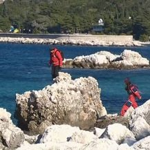 HGSS pretražuje obalu (Foto: Dnevnik.hr)