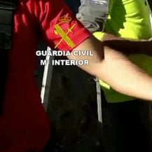 Spasioci pokušavaju pronaći dječaka (Video: APTN)