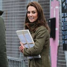 Catherine Middleton u gležnjačama za dugo hodanje - 3