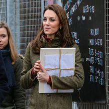 Catherine Middleton u gležnjačama za dugo hodanje - 4
