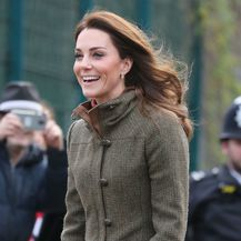 Catherine Middleton u gležnjačama za dugo hodanje - 6