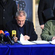 Potpisivanje ugovora o gradnji žičare (Foto: Pixsell, Marko Prpić) - 4