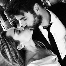 Miley Cyrus i Liam Hemsworth (Foto: Instagram)