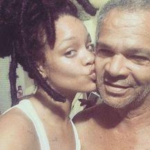 Rihanna i tata (Foto: Instagram)