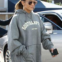 Jennifer Lopez u komotnoj majici s kapuljačom